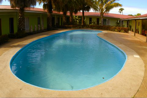 Hotel manutara travelart for Hire a swimming pool for the garden